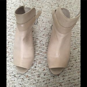 Sale⭐️⭐️⭐️Nude heels perfect condition💜